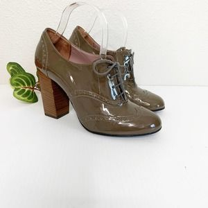 Robert Clergerie Patent Leather Oxford Pumps 9